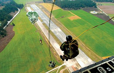c-130-paratroop-static-jump